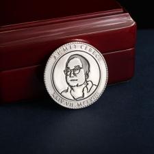 Юбилейная серебряная монета с портретом