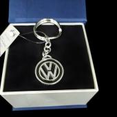 """Серебряный брелок """"Volkswagen"""" с пожеланием"""