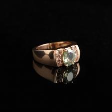 Золотой перстень с хризолитом