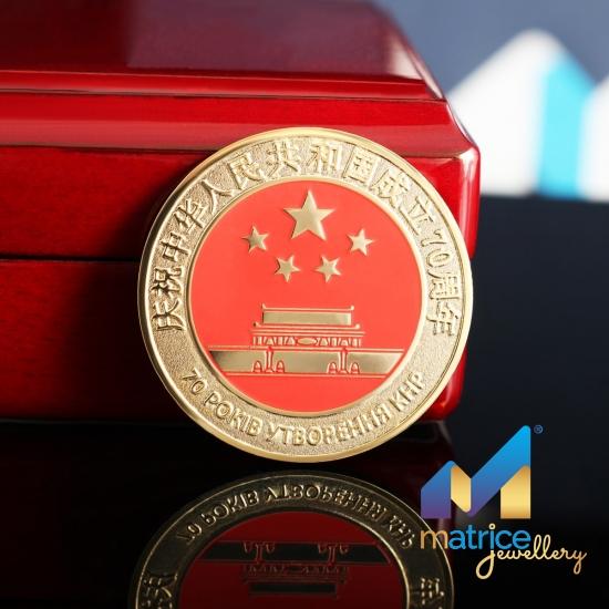 Сувенирная монета 70 лет основания КНР