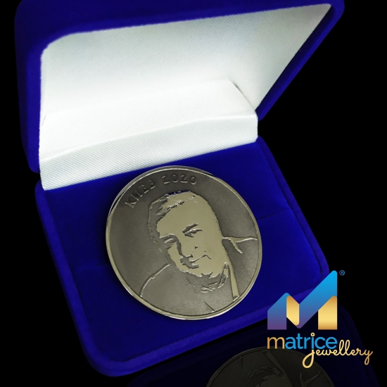 Монета из латуни с портретом