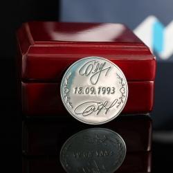 """Серебряная свадебная монета """"Подписи"""""""