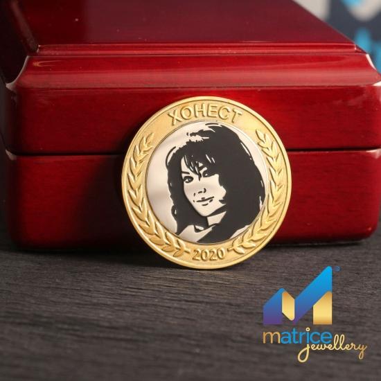 Серебряная монета на юбилей с портретом