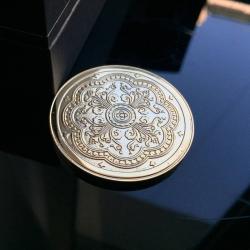 Золотая памятная монета