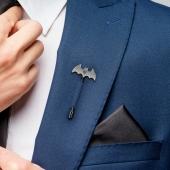 Мужская брошь Бэтмен с инициалами
