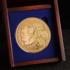 Сувенирная монета с портретом