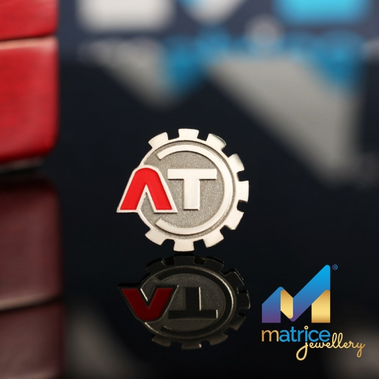 "Значок с логотипом ""ЛТ"""