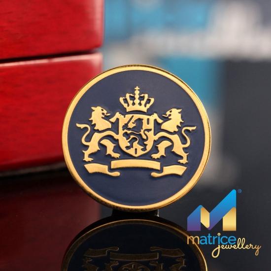 Золотой  корпоративный значок  с гербом