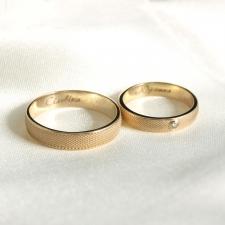 Парные золотые кольца с гравировкой
