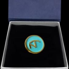"""Золотой значок c лого """"Nordic"""""""